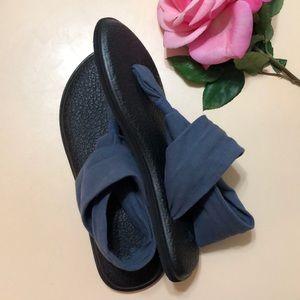 Sanuk Shoes - Sanuk Recycled Blue Yoga Thong Sandals Like New